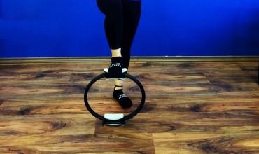 Fortalecimento de pernas com o acessório do Pilates – Magic Circle