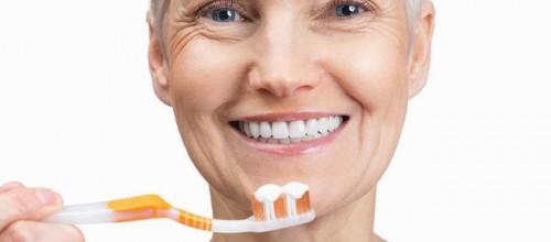 Higiene bucal na terceira idade, como cuidar?