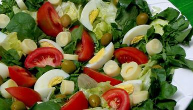 Combine ovos com saladas