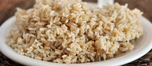 Como o arroz integral ajuda na dieta?