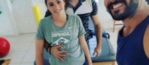 Laís Souza fica em pé pela primeira vez durante sessão de fisioterapia