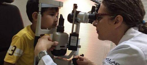 Miopia cresce entre as crianças devido ao uso de computadores e smartphones