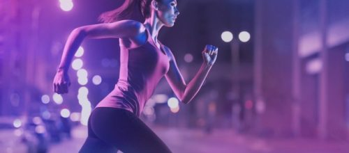 Correr com o corpo levemente inclinado para frente pode melhorar sua corrida