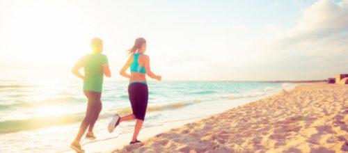 Cuidados ao correr na praia, evite lesões no quadril