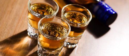 Altas quantidades de álcool de uma vez só aumentam risco de AVC e infarto