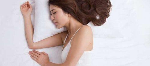 Melhor posição para dormir é a de lado, mas qual lado?